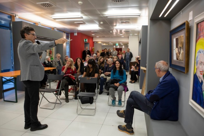 Il pubblico durante l'evento dedicato alla comunicazione, con la conduzione di Claudio Calì