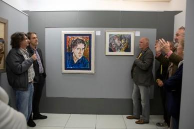 Vincenzo Calì e Bobo Pernettaz durante l'intervento del giornalista Enrico Martinet